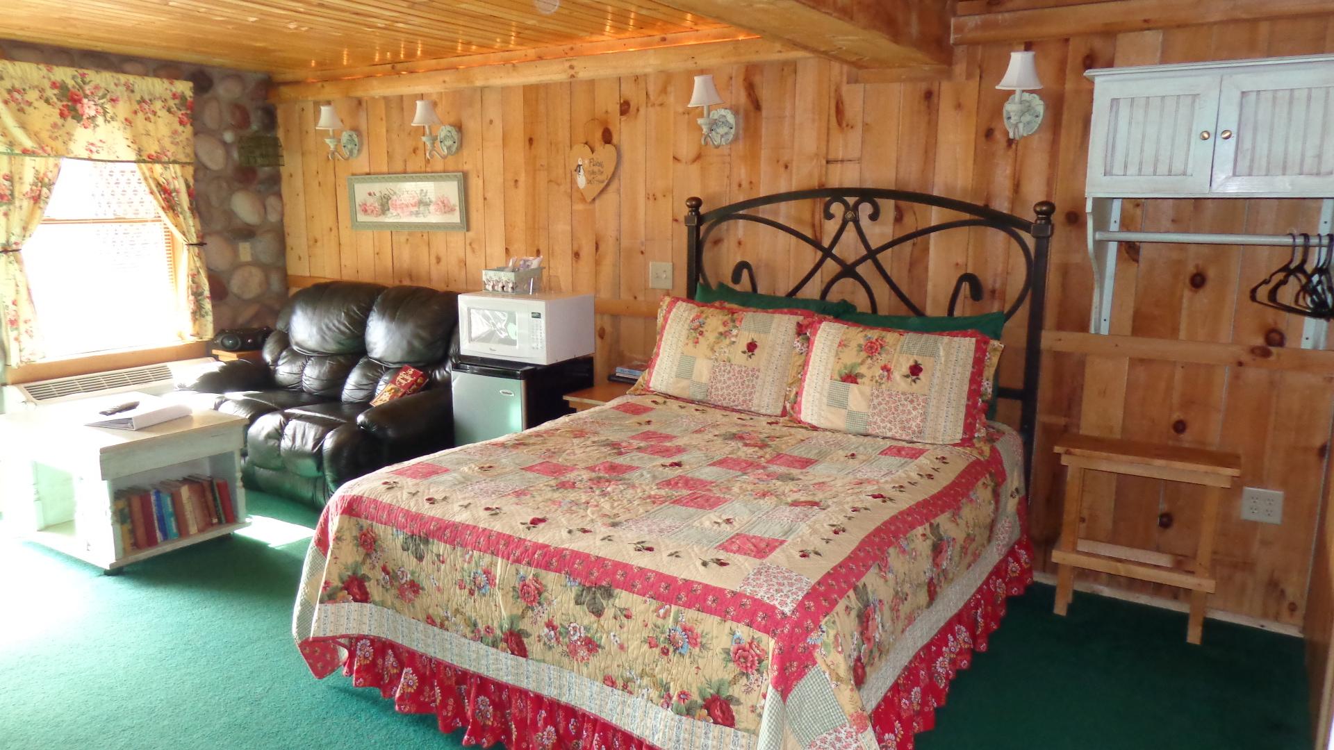Inn: Brookside Suite