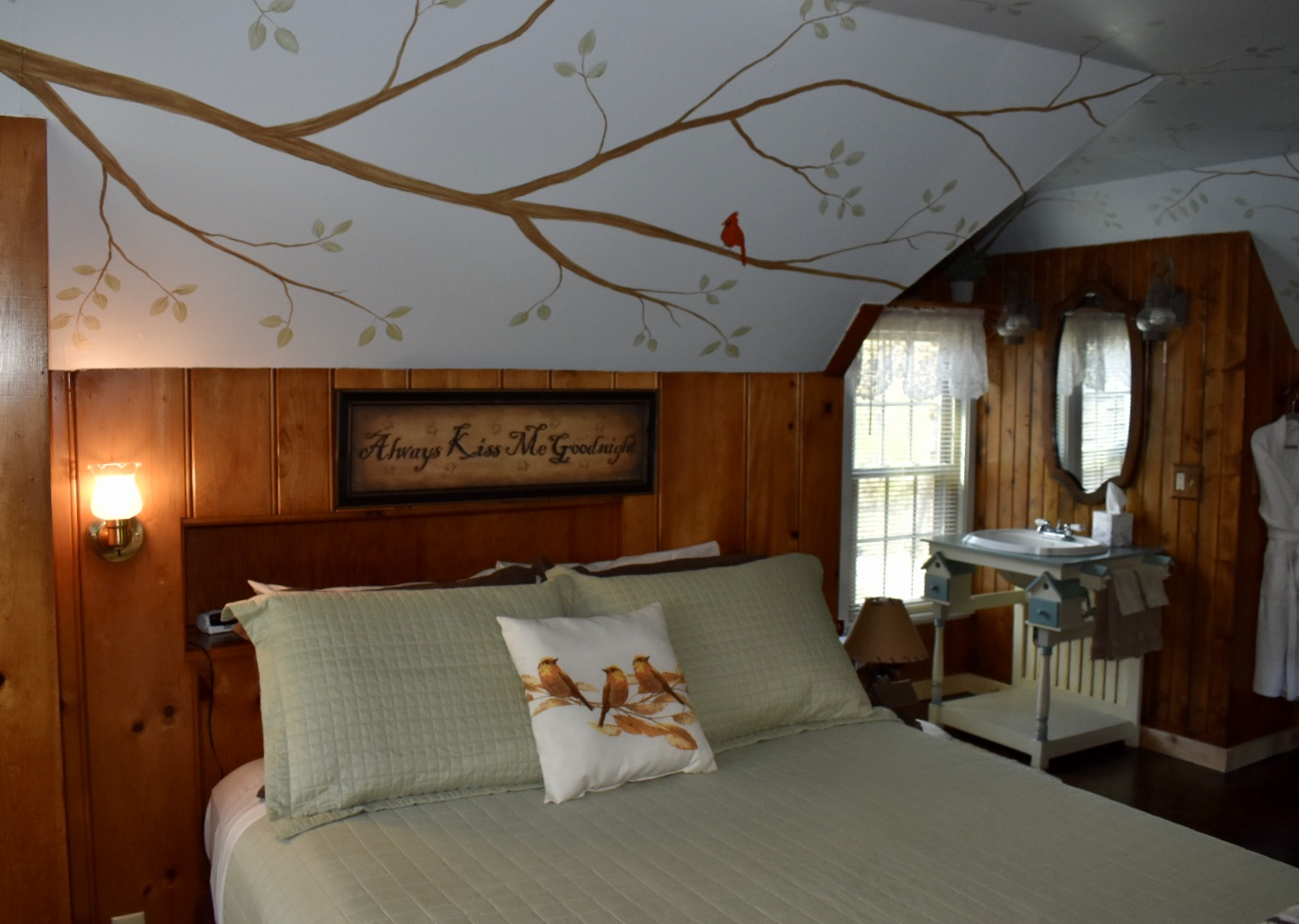 B&B: Enchanted Treehouse Suite